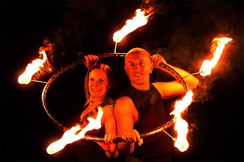 Feuershow mit Feuerflut